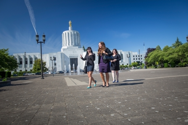 Willamette Law students on the Oregon State Capitol Mall.