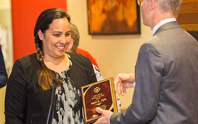 Willamette Law Dean Curtis Bridgeman hands Salem attorney Nani Apo JD'13 the 2018 Mentor of the Year award.