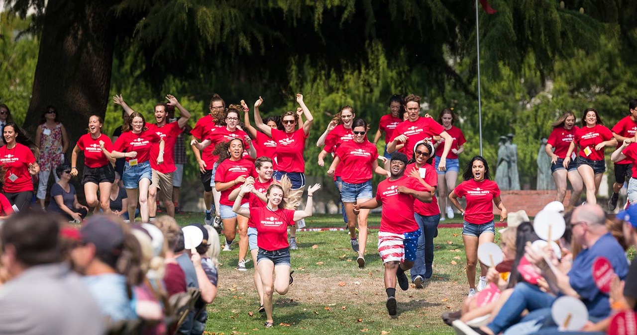 students rush the Quad during the Opening Days Kick-off event