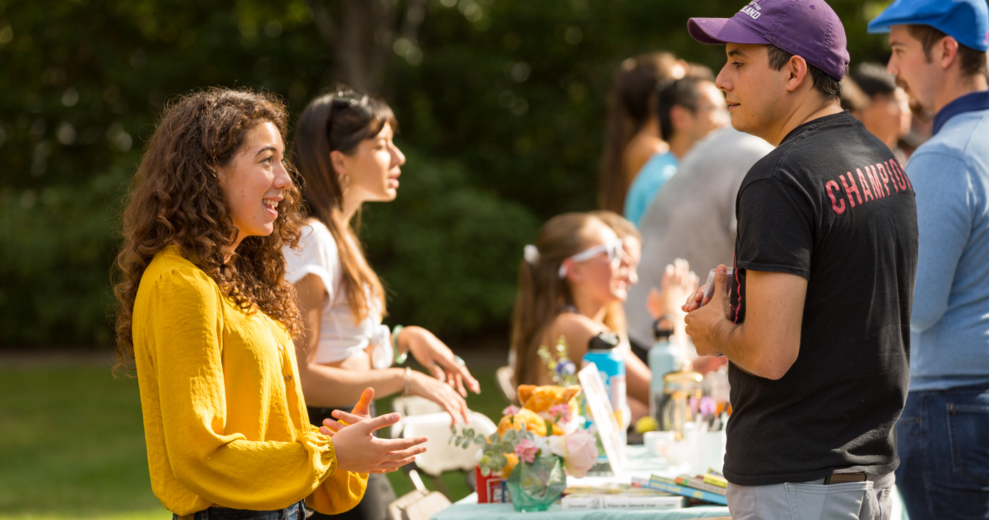 Willamette students at an outdoor club fair